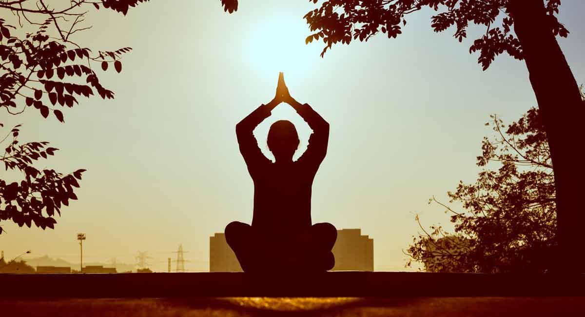 remedios-contra-ansiedad-vejez-yoga-valeriana-ejercicio